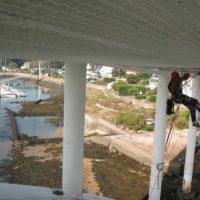 Fixation filet de sécurité sur sous-face de pont en Morbihan.
