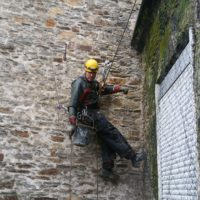 Pose filet anti-volatiles au Château de Clisson (44)