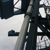 Pose d'un conduit de ventilation sur grue portuaire