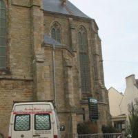 lavage des toitures de l'églide de Plouhinec en Morbihan.