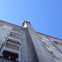 Peinture du conduit de cheminée d'un immeuble à Nantes.