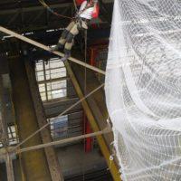 Pose filets securisation avant travaux de couverture à Lorient pour Naval Group.