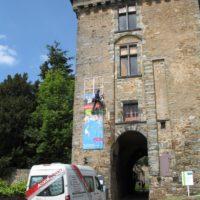 Installation de panneau publicitaire au château de Châteaubriant (44).