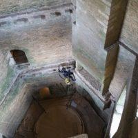Dépoussiérage du château de Suscinio à l'aspirateur