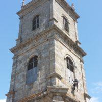Cordiste en installation de projecteurs sur clocher