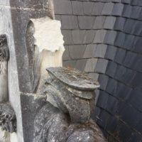 Élément de maçonnerie à restaurer sur lucarne du château des Ducs à Nantes.