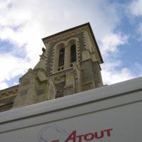 Installation d'illuminations sur l'église de Sixt sur Aff.