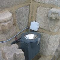 Nouveau projecteur installé sur l'église de Plouhinec