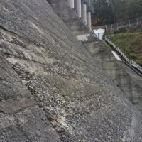 Purge des bétons du barrage de Guerlédan