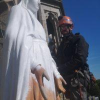 accès difficile peinture statue