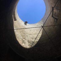accès sommet tour à la corde