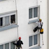 accès difficile travaux par descentes façade d_immeuble sécurité